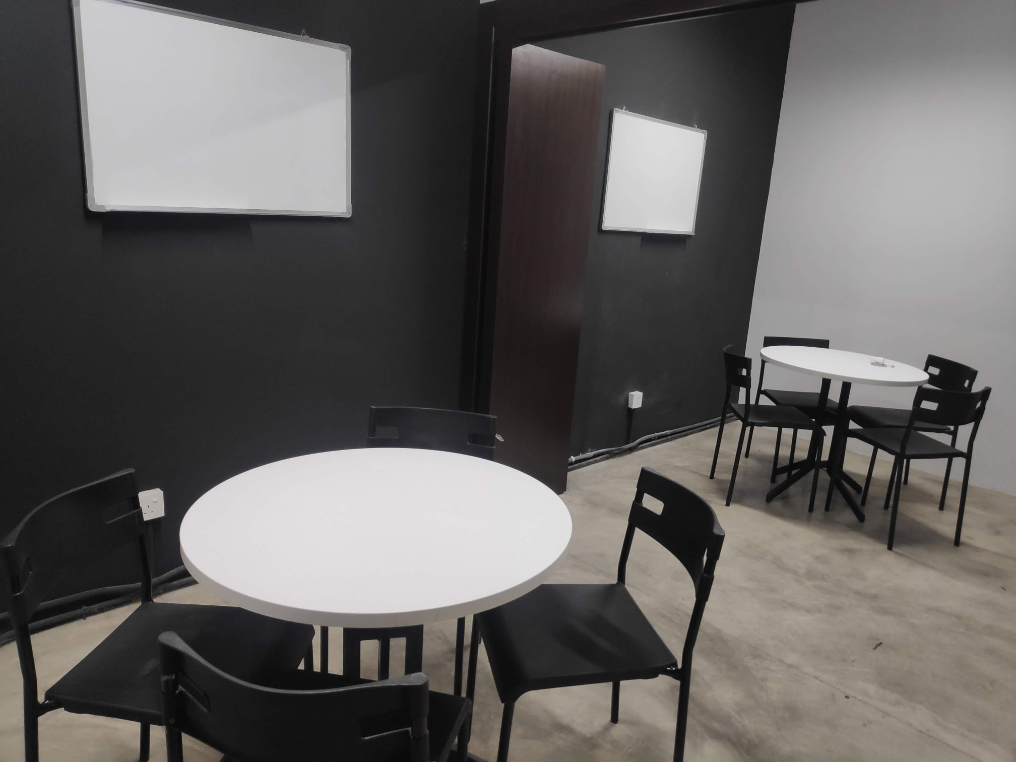 BigCo Coworking space - meeting room